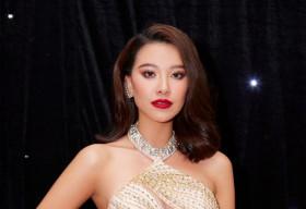 Á hậu Kim Duyên quyến rũ, gợi cảm trong bộ váy cắt xẻ táo bạo
