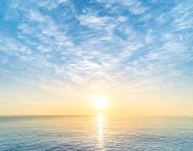 'Chasing the sun': Ánh dương dẫn lối đến 'miền trời mơ ước'