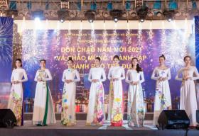 Dàn mẫu danh tiếng Việt diện Áo dài Việt Hùng, lộng lẫy đón chào năm mới