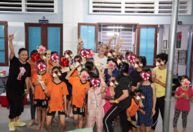 Hoa hậu Khánh Vân xúc động trước món quà tất niên của các em nhỏ ngôi nhà OBV