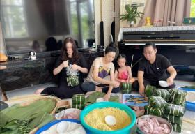 Trịnh Kim Chi cùng chồng và 2 cô công chúa gói bánh chưng đón Tết