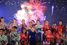 Dàn nghệ sỹ danh tiếng lộng lẫy trong đêm Gala Đại sứ Áo dài Việt Nam