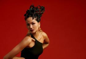 Hoa hậu H'Hen Niê gửi gắm những thông điệp về phụ nữ trong bộ ảnh mừng 08/03