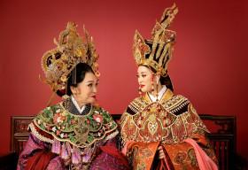 Hoa hậu Khánh Vân cùng NSND Bạch Tuyết hoá thân thành Thái hậu Dương Vân Nga
