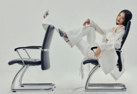Lona Kiều Loan 'nổi loạn' với diện mạo mới: Lấp ló vòng 1, pose dáng thời thượng