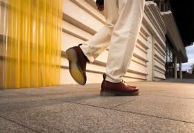 Dr. Martens ra mắt mẫu giày mới với thiết kế đế trong suốt độc đáo '1461 Iced'