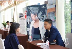16 doanh nghiệp 'đặt bàn tuyển dụng' ngay tại lễ tốt nghiệp Trường Cao đẳng Việt Mỹ