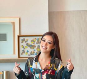 Hoa hậu Khánh Vân diện pijama đặc biệt có in hình các đại diện Việt Nam tại Miss Universe