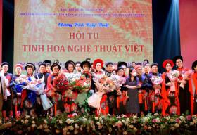 NTK Việt Hùng mang BST 'Hoa đất Việt' lên sân khấu 'Hội tụ tinh hoa nghệ thuật Việt'