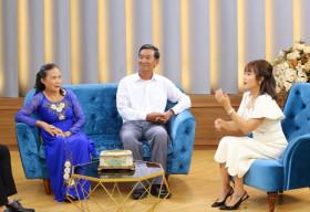 Ốc Thanh Vân khâm phục ý chí của người vợ lo toan mọi việc để chồng 70 tuổi lấy bằng thạc sĩ
