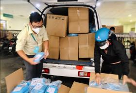 VinaCapital Foundation trao tặng 1.174 bộ quần áo Thiết bị Bảo hộ Cá nhân cho Bệnh viện Nhi đồng TP. HCM