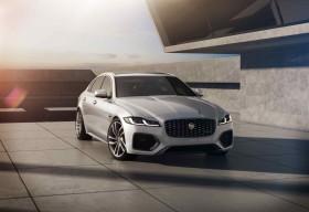 Jaguar XF R-Dynamic Black mới: Nâng cao thiết kế và khả năng kết nối