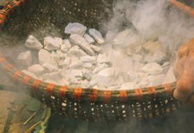 Độc đáo ẩm thực Việt:  Loại dừa chỉ ăn vỏ, đất hun ăn như kẹo
