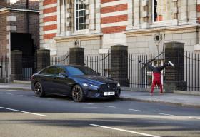 Jaguar XF tham gia một cuộc rượt đuổi ly kỳ khắp thủ đô London