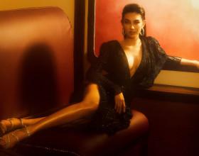 Thuỳ Tiên khoe vòng 1 căng tràn, sẵn sàng sang Phuket chinh chiến Miss Grand International