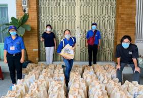 BAEMIN cùng Hoa hậu H'Hen Niê trao tặng 1,000 túi an sinh cho bà con TPHCM