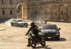 Jaguar XF lần đầu kết hợp ngoạn mục với Điệp viên 007 Trong Bộ Phim No Time To Die