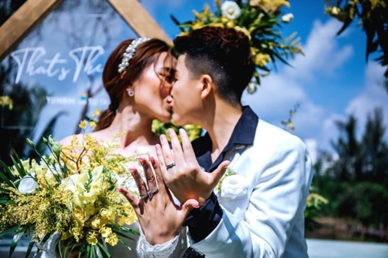 TÚ TRI YUNBIN 3 Hotgirl Tú Tri từng khiến ba mẹ bị hàng xóm chửi bới vì kết hôn với người chuyển giới
