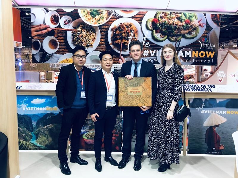 WTM London 2019 Day 2 HCMC DOT and Visit Britain Sở Du lịch TPHCM quảng bá Lễ hội Áo Dài, Hội chợ ITE HCMC 2020 tại WTM London 2019