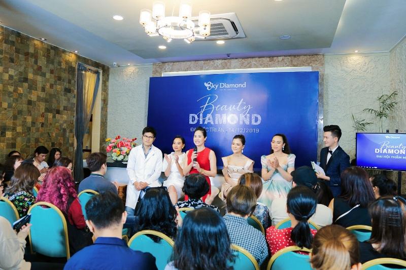 1. Dien vien Dao Van Anh Đào Vân Anh rạng rỡ tham gia đại tiệc tri ân Sky Diamond