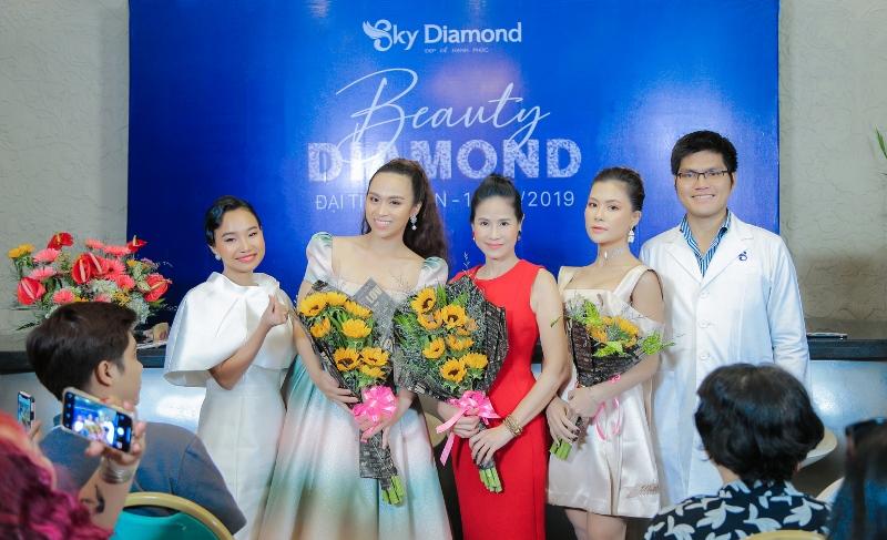 5. Ba Thien Kim Tong giam doc Sky Diamond va cac nghe si 1 Đào Vân Anh rạng rỡ tham gia đại tiệc tri ân Sky Diamond