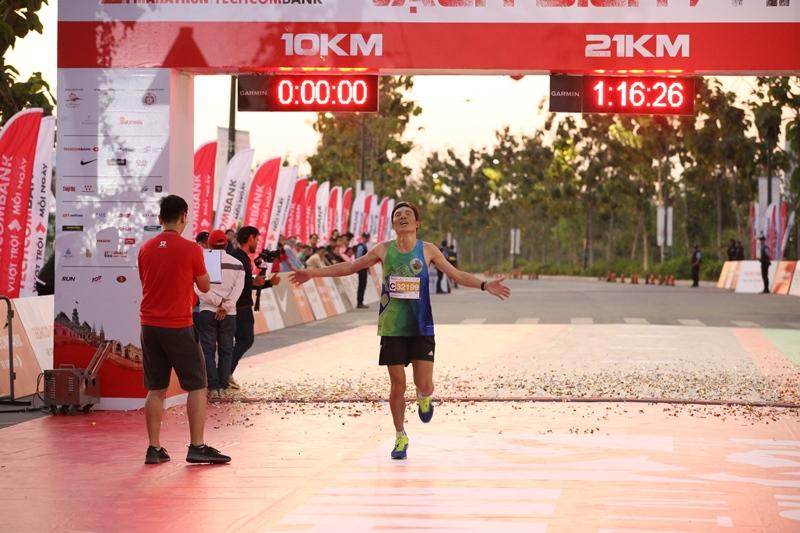 Giải Marathon Quốc tế Thành phố Hồ Chí Minh Techcombank 1 Hàng ngàn vận động viên chinh phục cung đường xanh tạiGiải Marathon Quốc tế Thành phố Hồ Chí Minh Techcombank