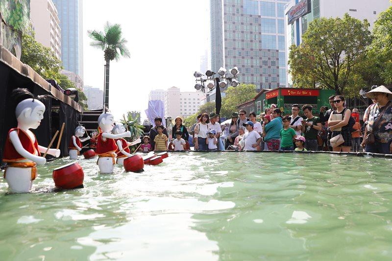 Người dân thích thú với lễ hội múa rối Lễ hội múa rối TP.HCM lần 2 năm 2019 thu hút hàng chục ngàn lượt khách tham quan