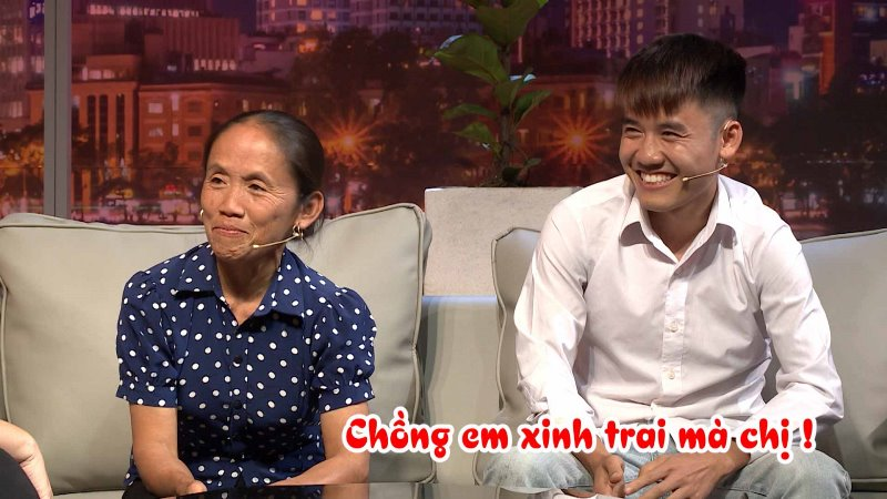 """ba tan vlog 7 Hồng Vân """"đứng hình"""" khi bà Tân Vlog hỏi: """"Chị chưa được nút vàng à?"""""""