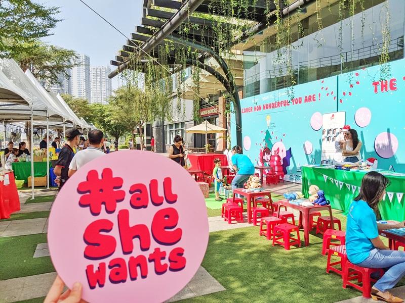 Hơn 1000 người tham dự sự kiện All She Wants ủng hộ trẻ em gái tới trường
