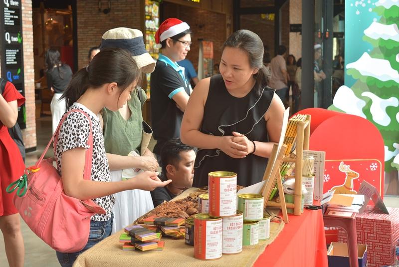 sự kiện All She Wants sự kiện cộng đồng allshewants Saigon Childrens Charity CapitaLand Vietnam 4 Hơn 1000 người tham dự sự kiện All She Wants ủng hộ trẻ em gái tới trường