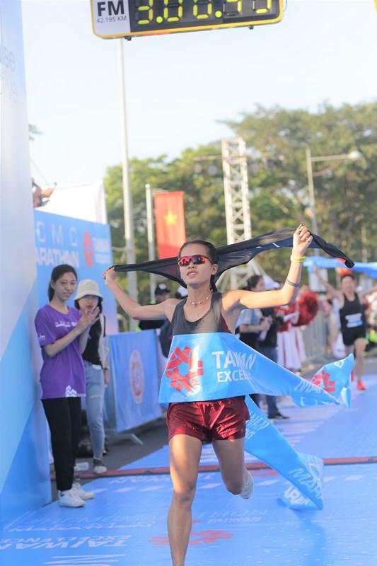 Giải Marathon Thành phố Hồ Chí Minh 2020 3 Cô gái vàng làng Điền kinh Việt vô địch marathon tại Giải Marathon Thành phố Hồ Chí Minh 2020