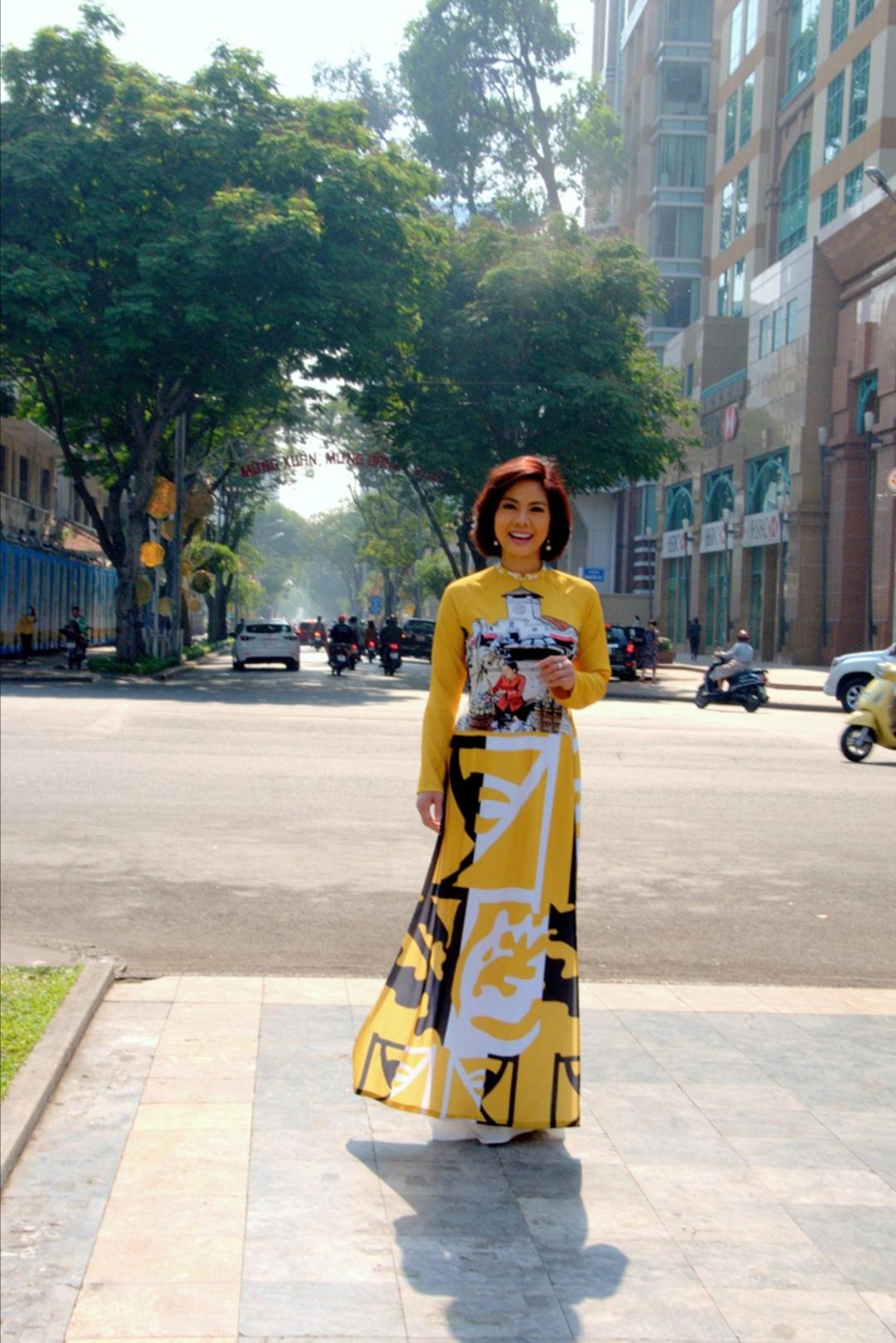 Screenshot 20200203 102027 Nữ hoàng sexy hải ngoại Hồ Lệ Thu khoe dáng với áo dài Xuân