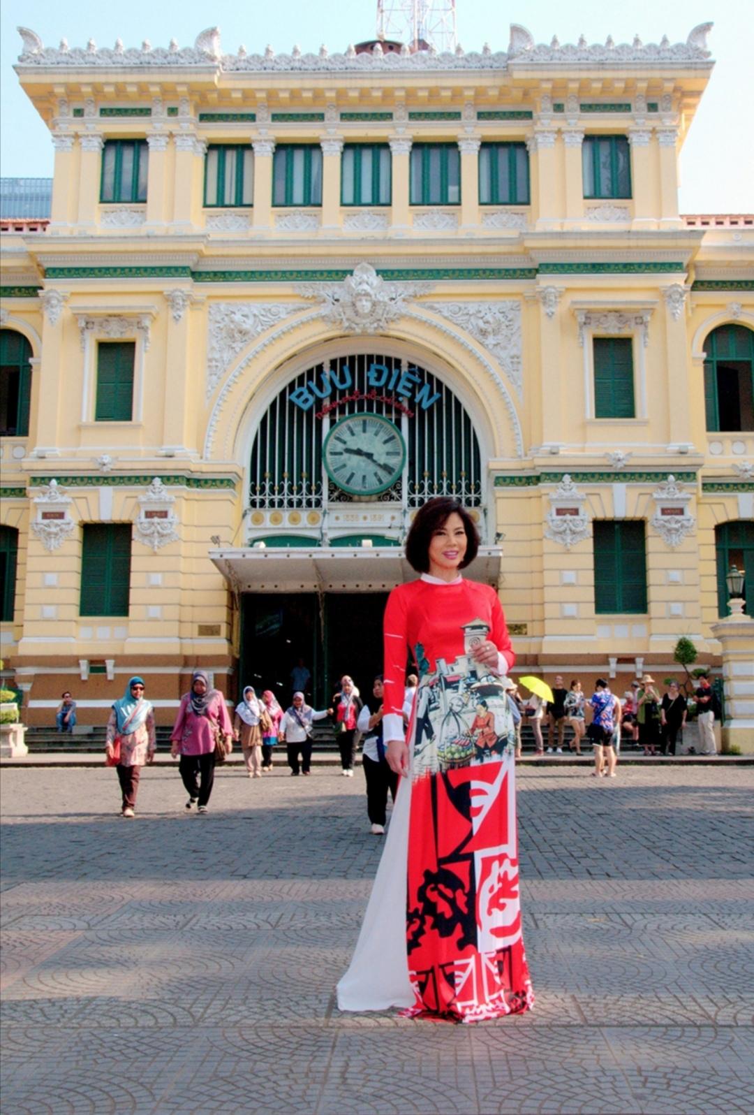 Screenshot 20200203 102117 Nữ hoàng sexy hải ngoại Hồ Lệ Thu khoe dáng với áo dài Xuân