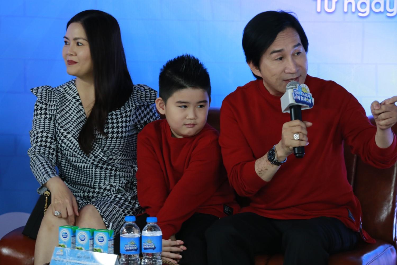 """GIA DINH KIM TU LONG 1 Đoan Trang """"tan chảy"""" vì con gái Sol nói lời yêu mẹ tại buổi họp báo livestream Thử Thách Lớn Khôn"""