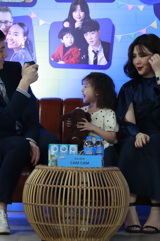 """Q9A7742 Đoan Trang """"tan chảy"""" vì con gái Sol nói lời yêu mẹ tại buổi họp báo livestream Thử Thách Lớn Khôn"""