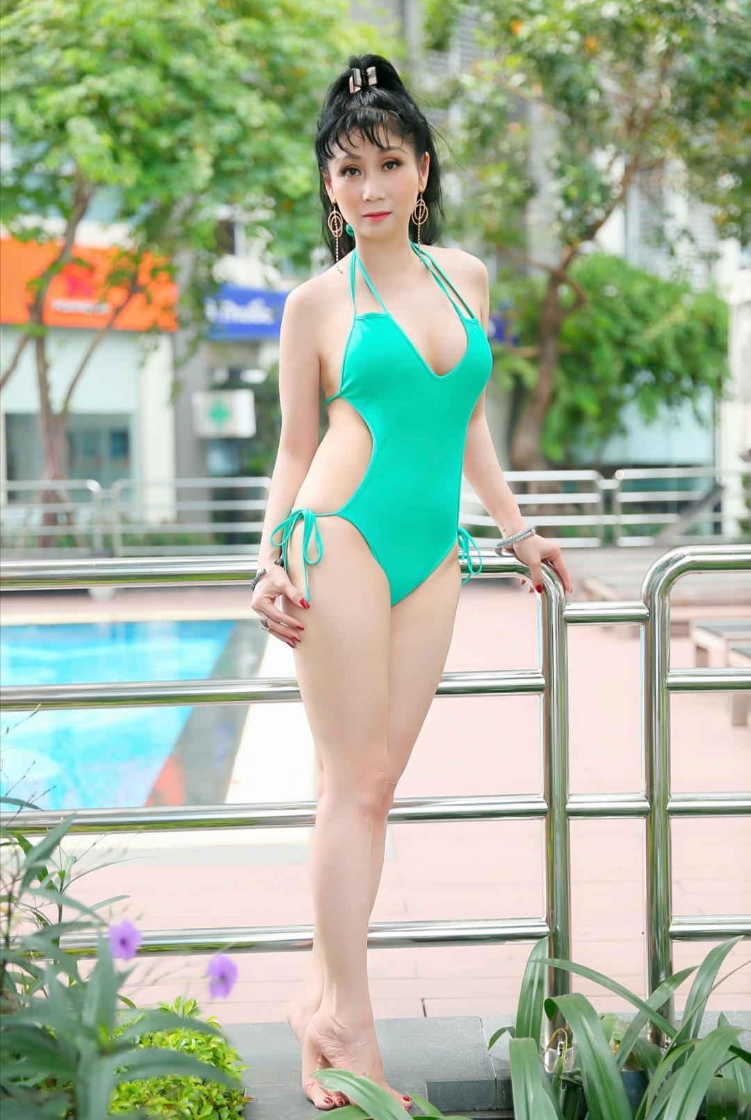 Screenshot 20200318 145952 Uyên Thảo diện bikini khoe thân hình nóng bỏng khiến fan đứng ngồi không yên