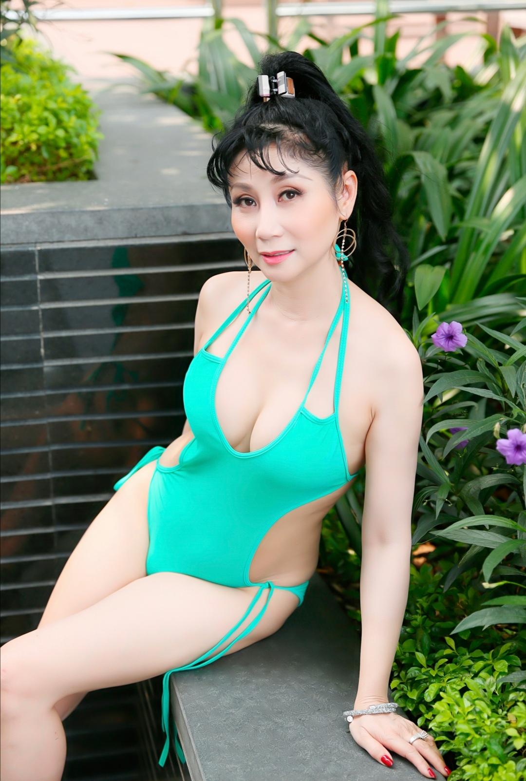 Screenshot 20200318 150021 Uyên Thảo diện bikini khoe thân hình nóng bỏng khiến fan đứng ngồi không yên