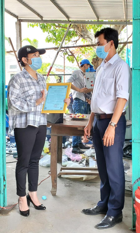 1587367905255 H3 Nghệ sĩ Việt Hương tặng máy lọc nước cho người dân Bến Tre