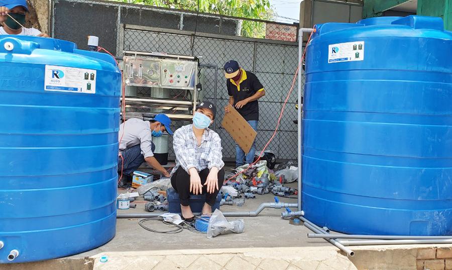 1587367910569 H5 Nghệ sĩ Việt Hương tặng máy lọc nước cho người dân Bến Tre