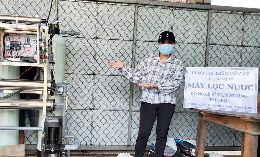 H4 1 Nghệ sĩ Việt Hương tặng máy lọc nước cho người dân Bến Tre