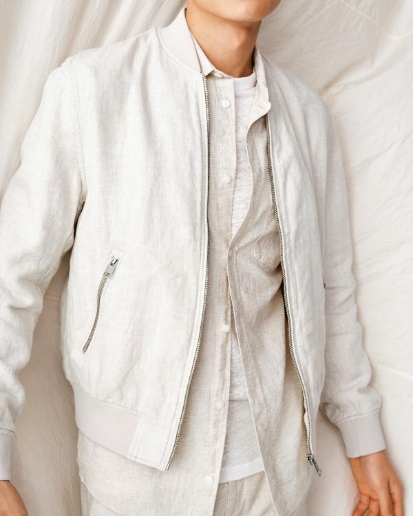 Shirt 699.000VND Pants 799.000VND Xu hướng thời trang rực rỡ và năng động cho tủ đồ mùa hè
