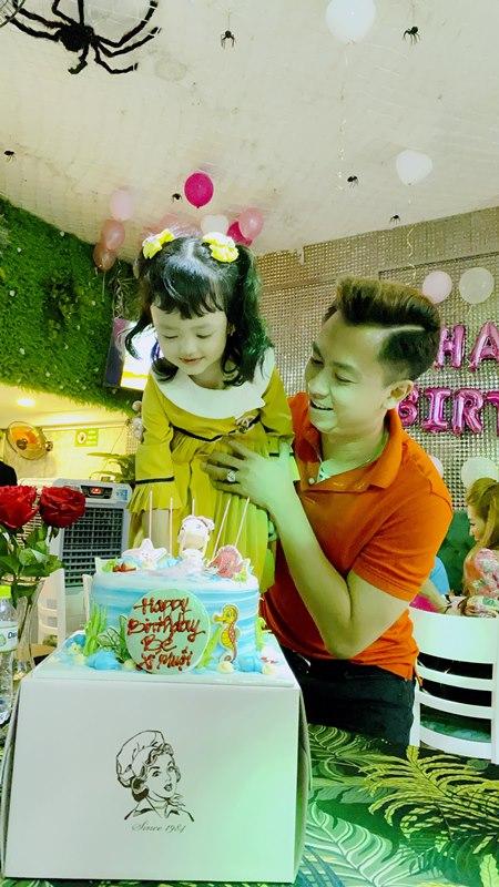 ho viet trung 1 Hồ Việt Trung viết nhạc mừng sinh nhật 5 tuổi của con gái
