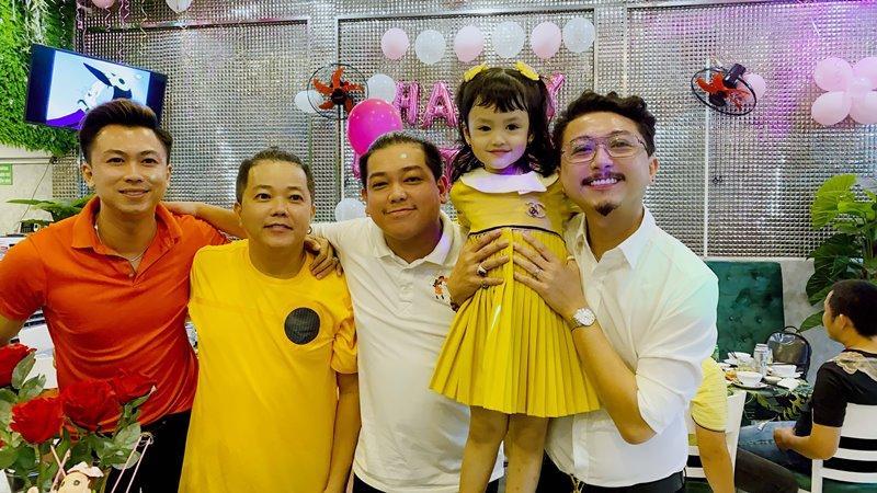 ho viet trung 2 Hồ Việt Trung viết nhạc mừng sinh nhật 5 tuổi của con gái
