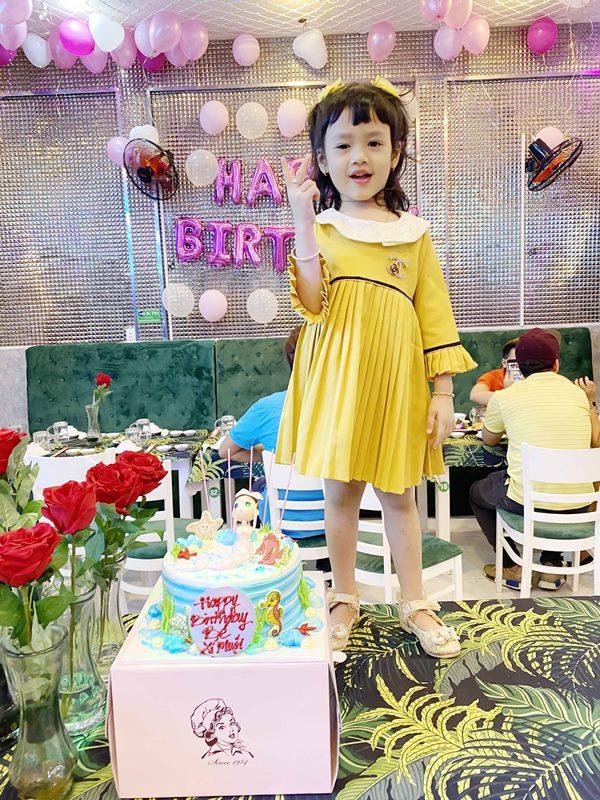 ho viet trung 3 Hồ Việt Trung viết nhạc mừng sinh nhật 5 tuổi của con gái