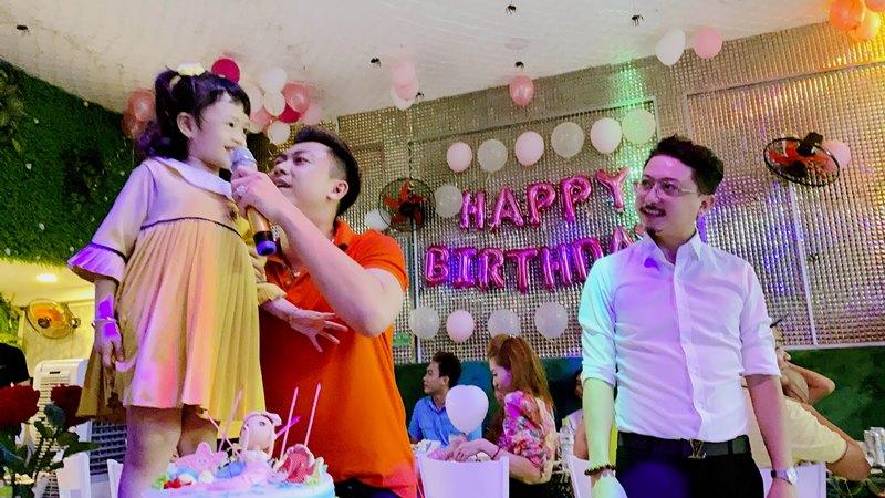 ho viet trung 5 Hồ Việt Trung viết nhạc mừng sinh nhật 5 tuổi của con gái