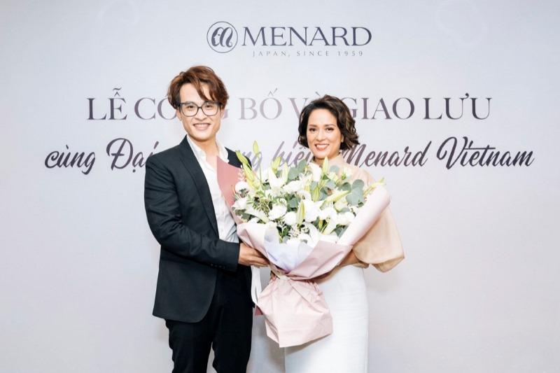 Bà Lê Thanh Hương Tổng Giám Đốc Menard VN Ca Sĩ Hà Anh Tuấn 4 Hà Anh Tuấn trở thành đại sứ thương hiệu mỹ phẩm cao cấp Menard Việt Nam