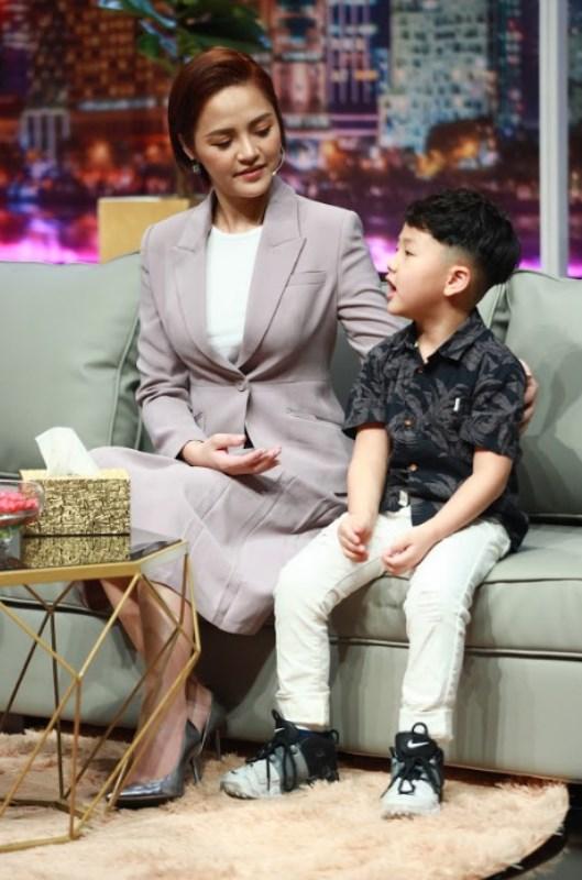 Be cười nói Thu Quỳnh vỡ òa hạnh phúc khi con trai 5 tuổi nói sẽ bảo vệ mẹ
