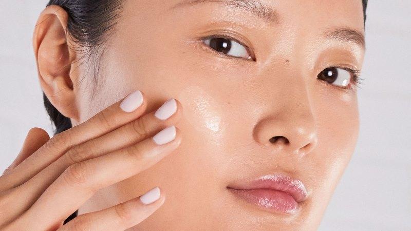 Kiehls Vital Skin Strengthening Super Serum model 01 Lần đầu tiên xuất hiện, Kiehl's Super Serum phục hồi và bảo vệ da cao cấp gấp 2 lần trước đây
