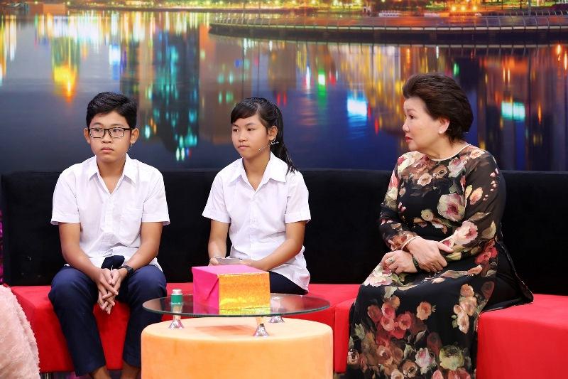 NOI DUNG TALKSHOW 1 Ốc Thanh Vân xót xa trước hai bé 14 tuổi không có giấy khai sinh, khát khao đến trường
