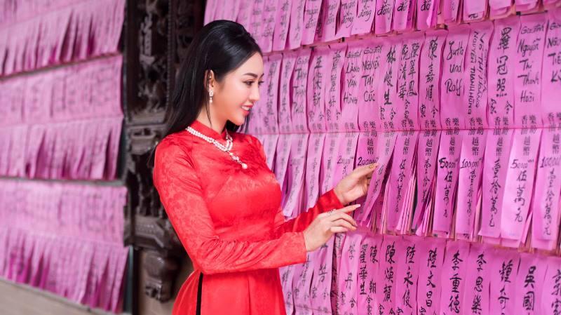 Nhat Phuong ao dai 1 NTK Võ Nhật Phượng ra mắt BST áo dài mới sau cơn suy kiệt tinh thần